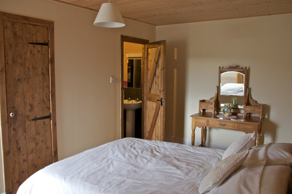Double Bedroom with En-Suite (Lower Floor)